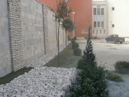 Lucrari de referinta Amenajari gradini din piatra naturala de Vistea LEVENTE COMPANIE - Poza 22