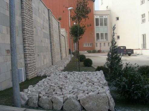 Lucrari de referinta Amenajari gradini din piatra naturala de Vistea LEVENTE COMPANIE - Poza 23