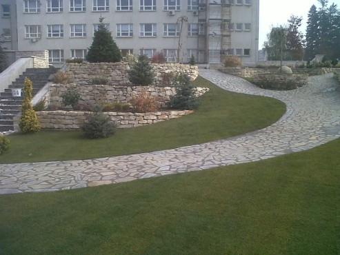 Lucrari de referinta Amenajari gradini din piatra naturala de Vistea LEVENTE COMPANIE - Poza 33