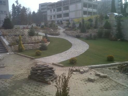 Lucrari de referinta Amenajari gradini din piatra naturala de Vistea LEVENTE COMPANIE - Poza 36