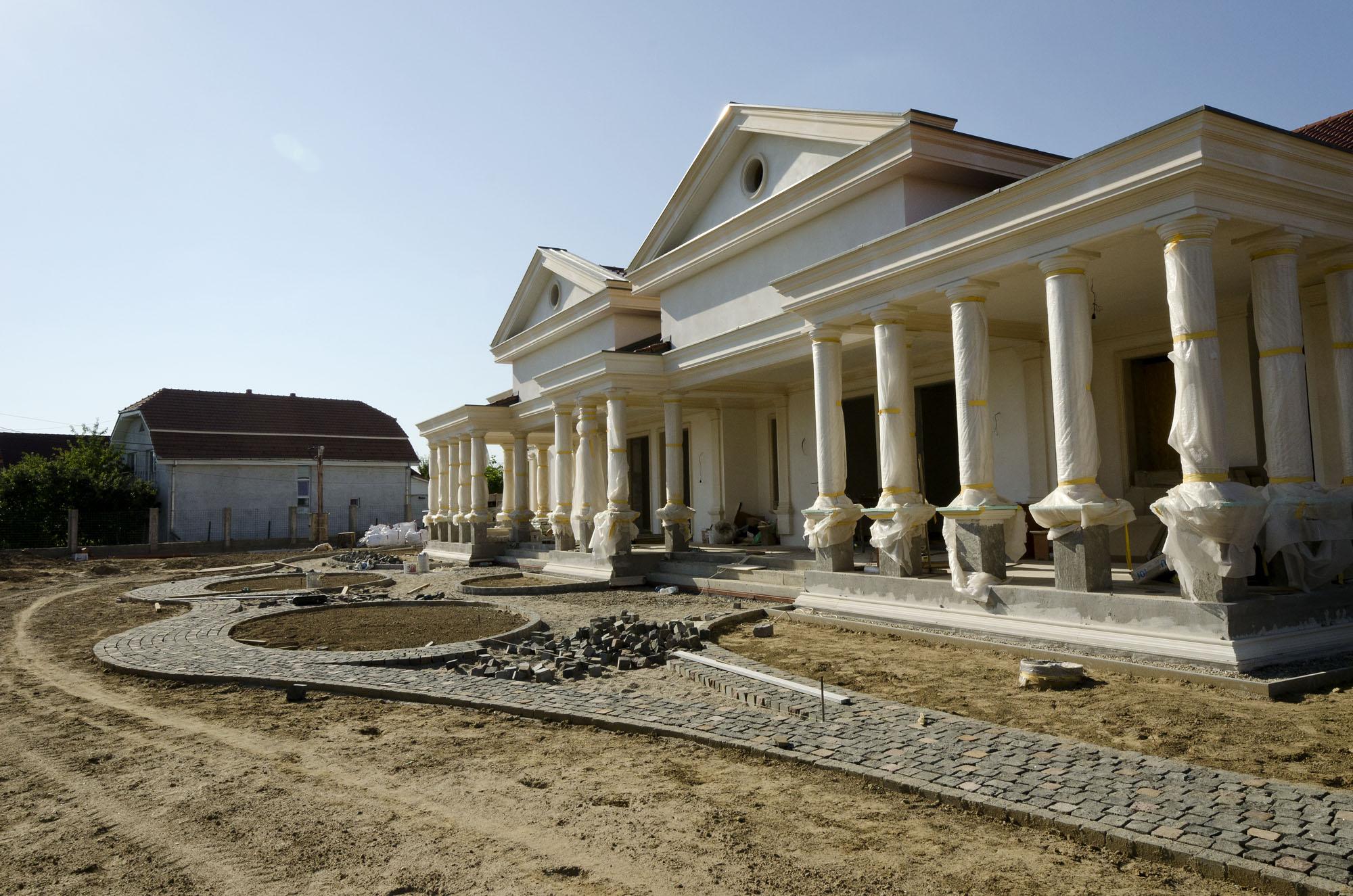 Elemente arhitecturale - Coloane, stalpi din piatra naturala de Vistea LEVENTE COMPANIE - Poza 1