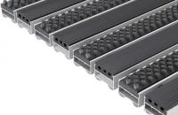 Stergatoare de picioare pentru trafic intens Stergatoarele de picioare EUROMATT ofera caracteristici antialunecare foarte bune. Ideal pentru usile rotative, poate fi incastrat in pardoseala cat si la suprafata cu rampa de urcare.