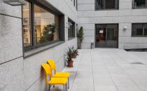 Placari pereti cu piatra naturala Placarea peretilor la interior, cat si la exterior cu marmura, granit, travertin, onix asigura nu doar aspectul estetic al finisajului dar si serie de beneficii constructive.