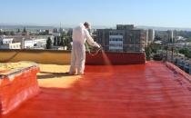 Executie hidroizolatii   Lucrarile executate cu membrana lichida si poliuree monocomponenta si bicomponenta: sunt utilizate pentru impermeabilizarea perfecta a suprafetelor: acoperisuri, fundatii, rezervoare, etc; aplicare cu trafalet, perie sau pulverizare; elasticitate si flexibilitate maxima; rezistenta la variatii de temperatura: - 60 grade C pana la +120 grade C; aderenta la orice tip de support; rezistenta la radiatii UV si umiditate ridicata; timp de maturizare: de la 3 la 90 min.