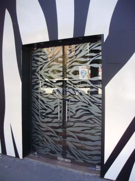 Usi sticla securizata cu model sablat Club Zebra  - Poza 10