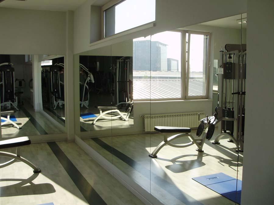 Placare cu oglinzi sala fitness SAINT GOBAIN GLASS - Poza 4