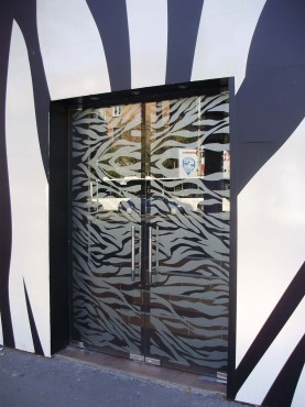 Usi sticla securizata cu model sablat Club Zebra SAINT GOBAIN GLASS - Poza 11