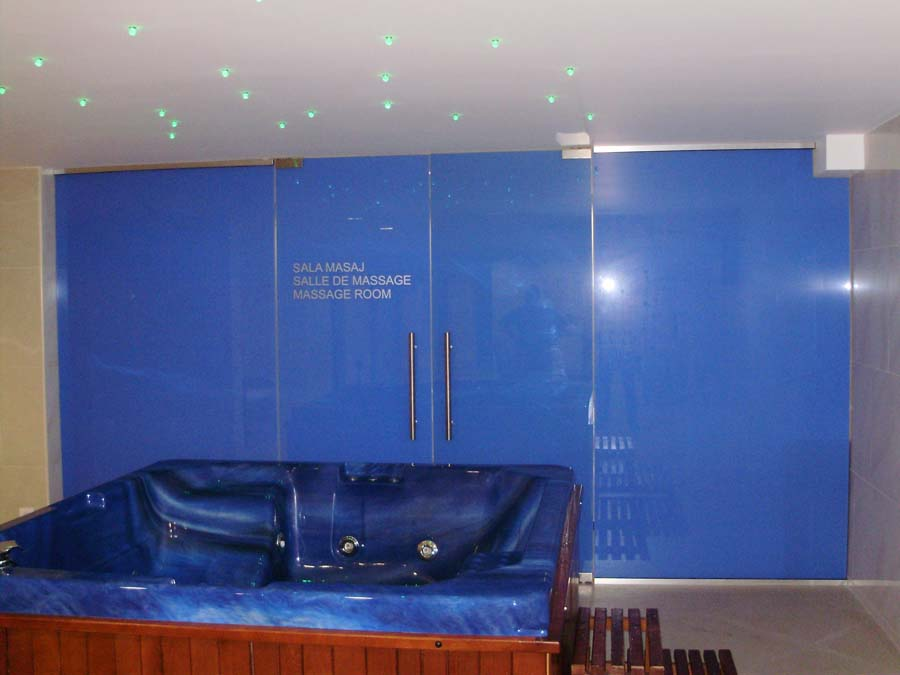 Perete sticla securizata colorata Hotel Minerva SAINT GOBAIN GLASS - Poza 21