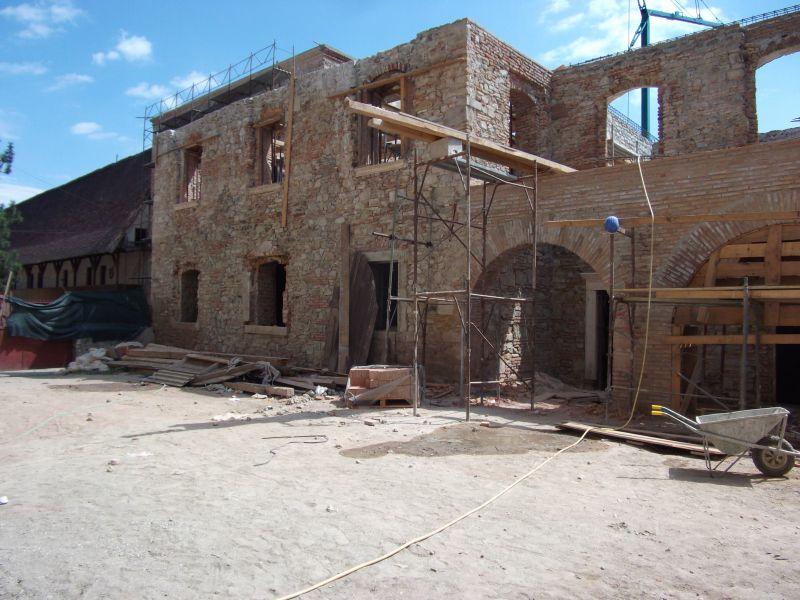 Stoparea umezelii ascensionale cu Dryzone la Cetatea Fagarasului c&a construct - Poza 2