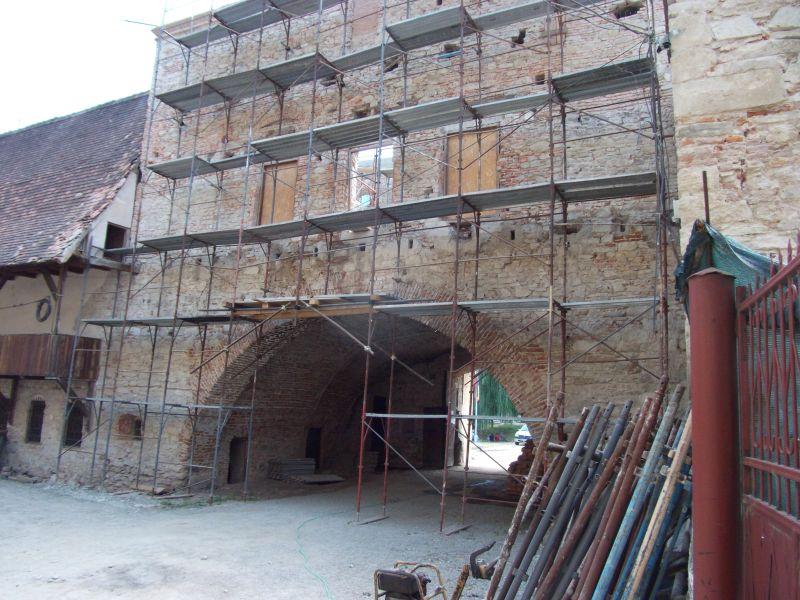 Stoparea umezelii ascensionale cu Dryzone la Cetatea Fagarasului c&a construct - Poza 3