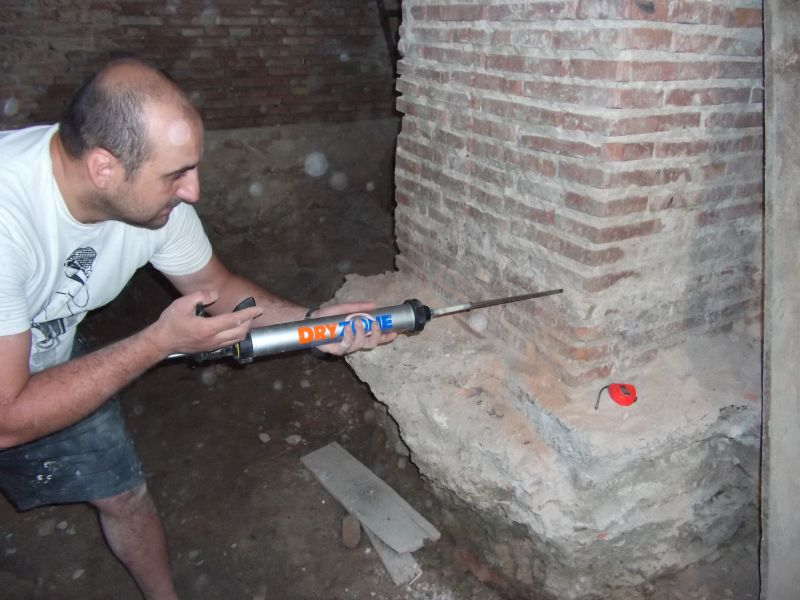 Stoparea umezelii ascensionale cu Dryzone la Cetatea Fagarasului c&a construct - Poza 7