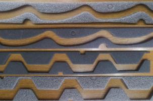 Elemente de etansare pentru acoperisuri Elementele pot fi produse in numeroase forme geometrice, avand configuratia diferitelor produse de constructie a caror etanseitate o asigura: invelitori de tabla tip tigla, tabla cutata sau panouri sandwich.Elementele din polietilena se utilizeaza la etansarea rosturilor de montaj, contribuie la protectia impotriva infiltratiilor de aer, praf, apa respectiv la instalarea in bune conditii astfel incat sa se asigure ventilarea elementelor metalice de inchidere.