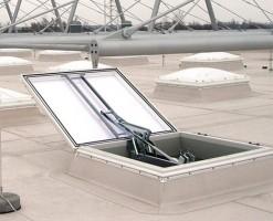 Sisteme trape de fum Trapele de fum si componente pentru ventilatie JET GROUP, ofera posibilitatea sa transformati solutia de lumina naturala intru-un sistem de evacuare fum si ventilatie zilnica eficient.