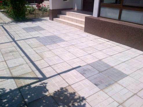 Exemple de utilizare Dale din beton - Combinatie de gri inchis cu gri deschis CONSTRUCTII MILLENIUM - Poza 5
