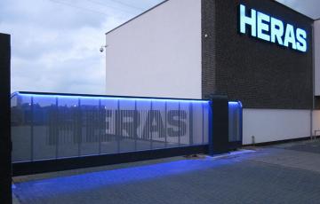 Porti de acces culisante HERAS ofera o gama variata de porti de acces. Acestea sunt: autoportante/glisante si culisante.
