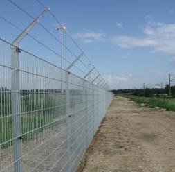 Stalpi metalici si accesorii de montaj pentru garduri metalice HERAS