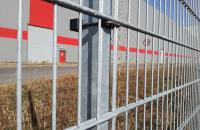 Panouri metalice rigide cu fir dublu (2D) Sistemele de gard HERAS pot fi folosit cu succes in aplicatii industriale, comerciale si rezidentiale.