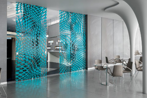 Usi interioare de cristal Gama de produse Casali cuprinde: usi si inchideri din sticla si cristal, batante, glisante, drepte sau curbe, gravate, sablate, vopsite si pictate, concepute pentru a defini spatii, fara a le separa.