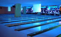 Piste artificiale pentru bowling, atletism, skateboard si patinoare cu gheata sintetica Conamo Sport va pune la dispozitie patinoare artificiale, piste pentru atletism si piste de skateboard.