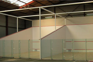Terenuri de squash CourtTech va ofera doua sisteme de pereti - dependenti si independenti.Proiectarea sistemelor de pereti este realizata cu o mare precizie dimensionala.