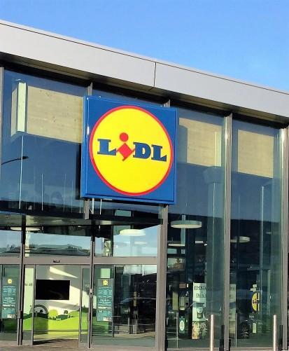 Spectrum - obiectiv nou supermagazin LIDL cu fatada din panouri de sticla dimensiuni agabaritice Obiectiv nou