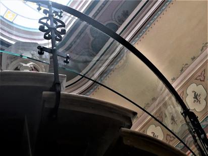 Balustrade din sticla securizata curba pentru o scara interioara Caru' cu Bere Balustrade din sticla securizata