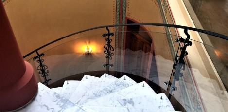 Balustrade din sticla securizata curba pentru o scara interioara SPECTRUM INDUSTRIES - Poza 6