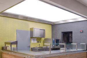 Hote pentru bucatarii profesionale, tavane ventilate  Imediat de la infiintare, Atrea a inceput sa se axeze pe productia unitatilor de ventilatie cu recuperare de caldura si, mai tarziu, ventilatia industriala a bucatariilor.