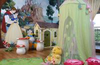 Decoruri, amenajari tematice pentru camere de copii Firma Let's Art este specializata pe executia de decoruri din polistiren, mascote, costume, pietre false, kioscuri stradale, orasele fantastice, atat la interior cat si la exterior.
