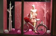 Decoratiuni si amenajari de vitrine stradale LET'S ART