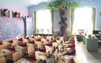 Decoruri tematice pentru spatii interioare si exterioare Firma Let's Art este specializata pe executia de decoruri din polistiren, mascote, costume, pietre false, kioscuri stradale, orasele fantastice, atat la interior cat si la exterior.