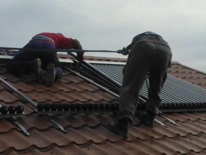 Montaj panouri solare cu tuburi vidate / Montaj panouri solare cu tuburi vidate 10