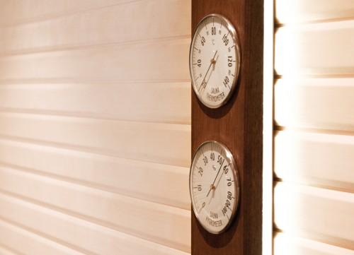 Prezentare produs Higro-Termo Metru - Confectionat din lemn de frasin afumat si inox 2 TYLO - Poza 12