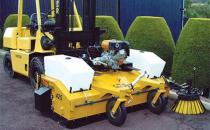 Maturi hidraulice Maturile hidraulice MULTI SWEEP sunt dotate cu un rezervor colector si pot fi atasate la motostivuitoare, electrostivuitoare, utilaje de constructii, tractoare.