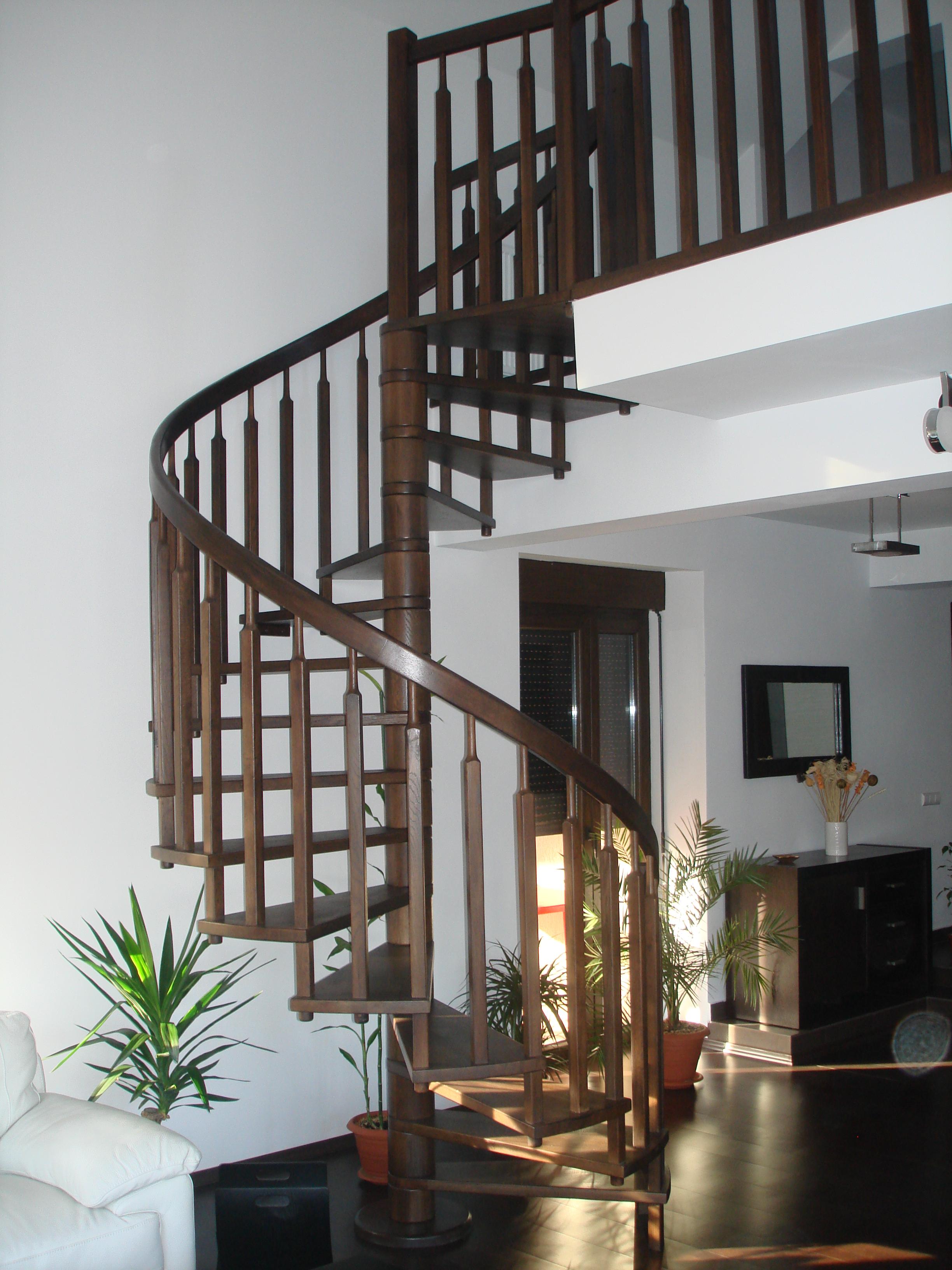 Scari interioare din lemn - Realizate la comanda TURSO HOLZ - Poza 1
