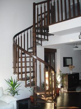 Lucrari, proiecte Scari interioare din lemn - Realizate la comanda TURSO HOLZ - Poza 1