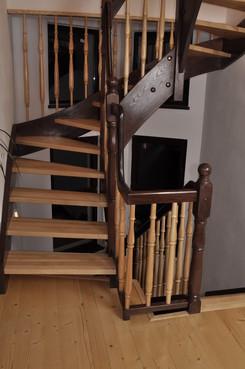 Lucrari, proiecte Scari interioare din lemn - Realizate la comanda TURSO HOLZ - Poza 2