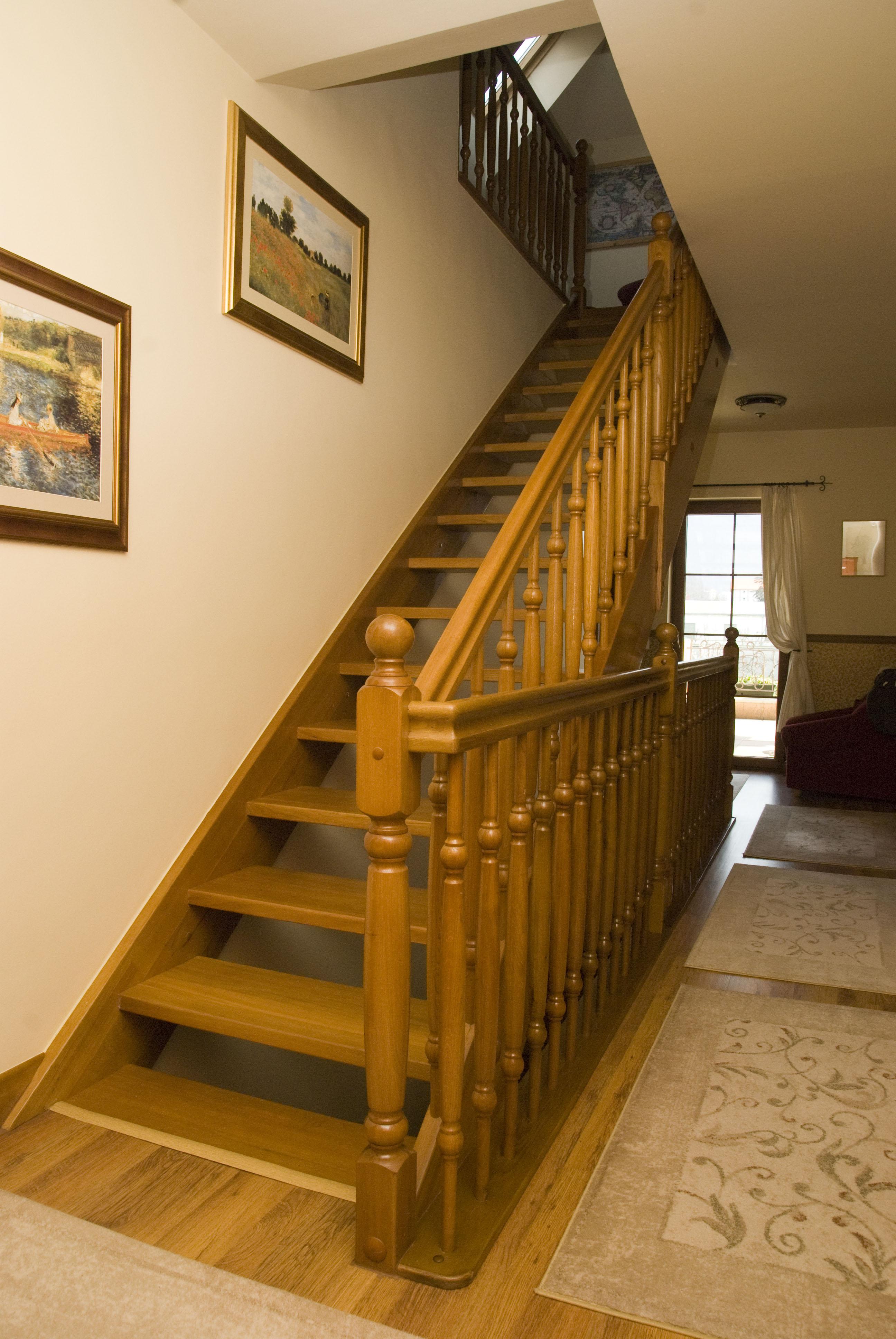 Scari interioare din lemn - Realizate la comanda TURSO HOLZ - Poza 3