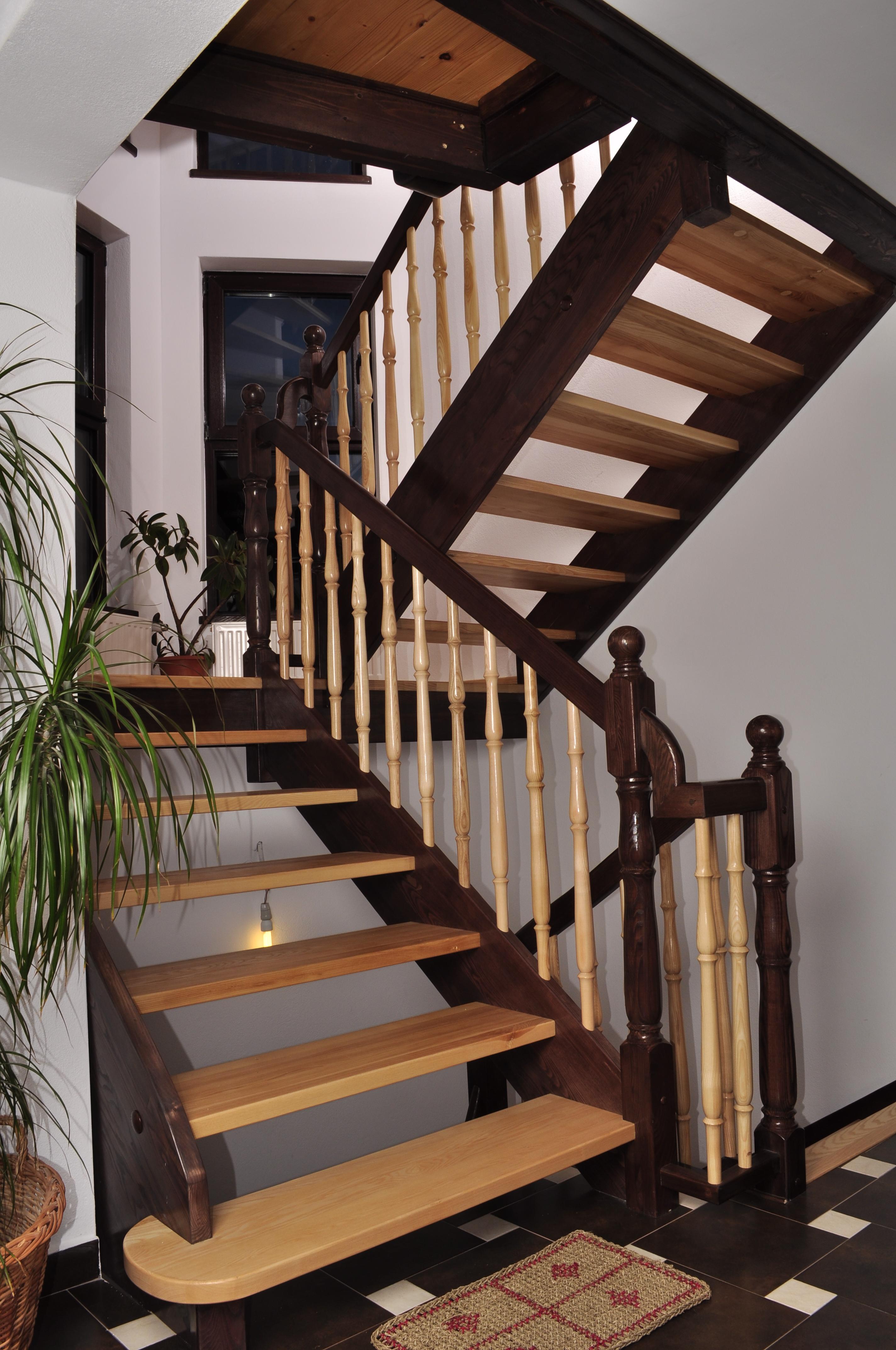 Scari interioare din lemn - Realizate la comanda TURSO HOLZ - Poza 7