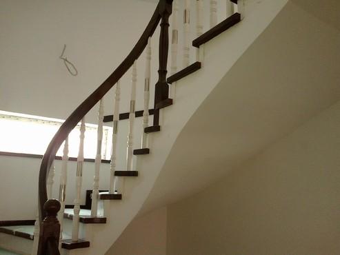 Lucrari, proiecte Trepte si Balustrada din lemn - Scara din beton balansata TURSO HOLZ - Poza 8