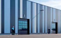 Usi industriale sectionale Pe langa economia de spatiu si glisarea pe verticala, portile industriale sectionale Teckentrup se disting prin silentiozitate, rezistenta si varietatea mare de design.