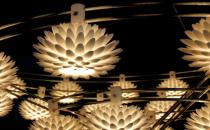 Candelabre, lustre FOC ofera o gama variata de candelabre si lustre. Palm - este inspirat de frunzisul fluid si intrigant oferit de natura.