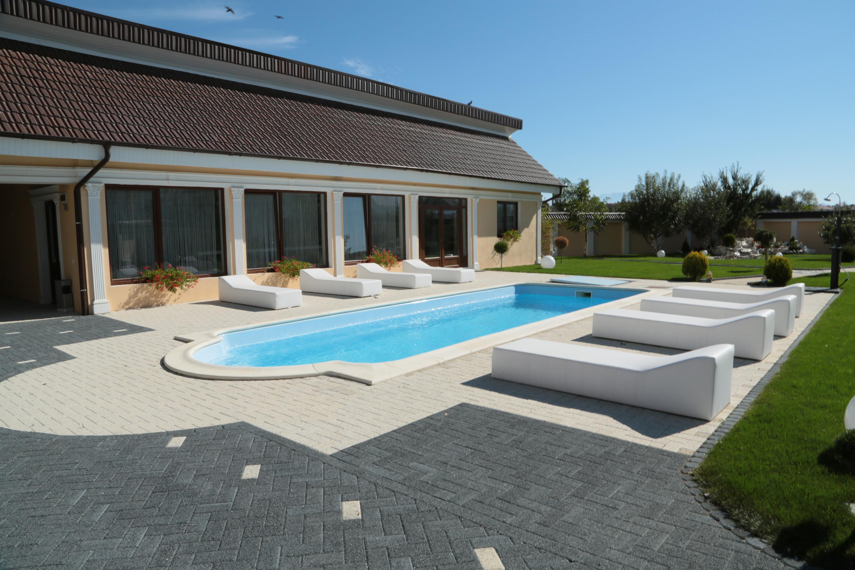 Prezentare produs piscina roma lungime 9 7 m stefani for Piscina zero9 roma