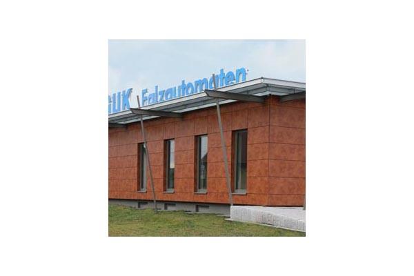 Placaje HPL pentru fatade ventilate - Proiectul Office Building Fa. GUK Wellendingen,