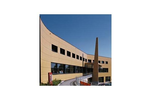 Placaje HPL pentru fatade ventilate - Proiectul Relais du Larzac, La Cavalerie, Franta TRESPA - Poza 2