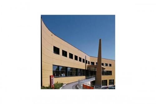 Lucrari de referinta Placaje HPL pentru fatade ventilate - Proiectul Relais du Larzac, La Cavalerie, Franta TRESPA - Poza 2