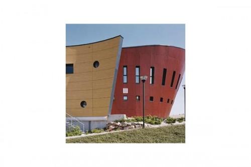 Lucrari de referinta Placaje HPL pentru fatade ventilate - Proiectul Relais du Larzac, La Cavalerie, Franta TRESPA - Poza 3