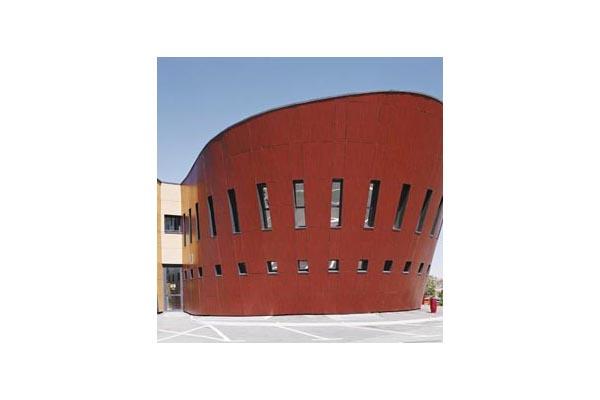 Placaje HPL pentru fatade ventilate - Proiectul Relais du Larzac, La Cavalerie, Franta TRESPA -