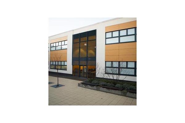 Placaje HPL pentru fatade ventilate - Proiectul Stockley Academy, Uxbridge, Anglia TRESPA -