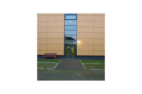Placaje HPL pentru fatade ventilate - Proiectul Stockley Academy, Uxbridge, Anglia TRESPA - Poza 6